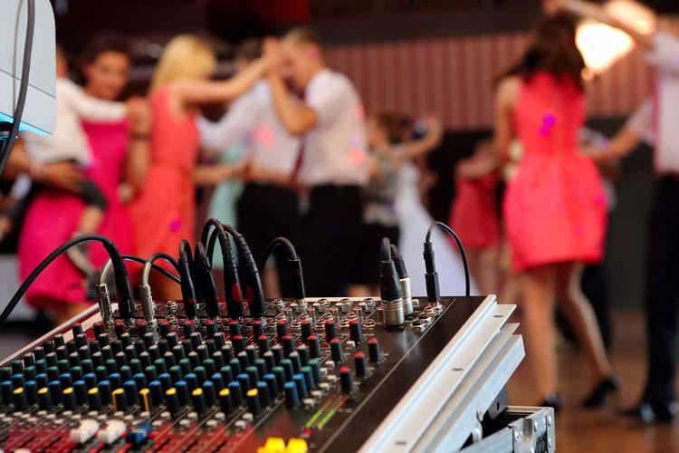 Cleveland Wedding DJ's